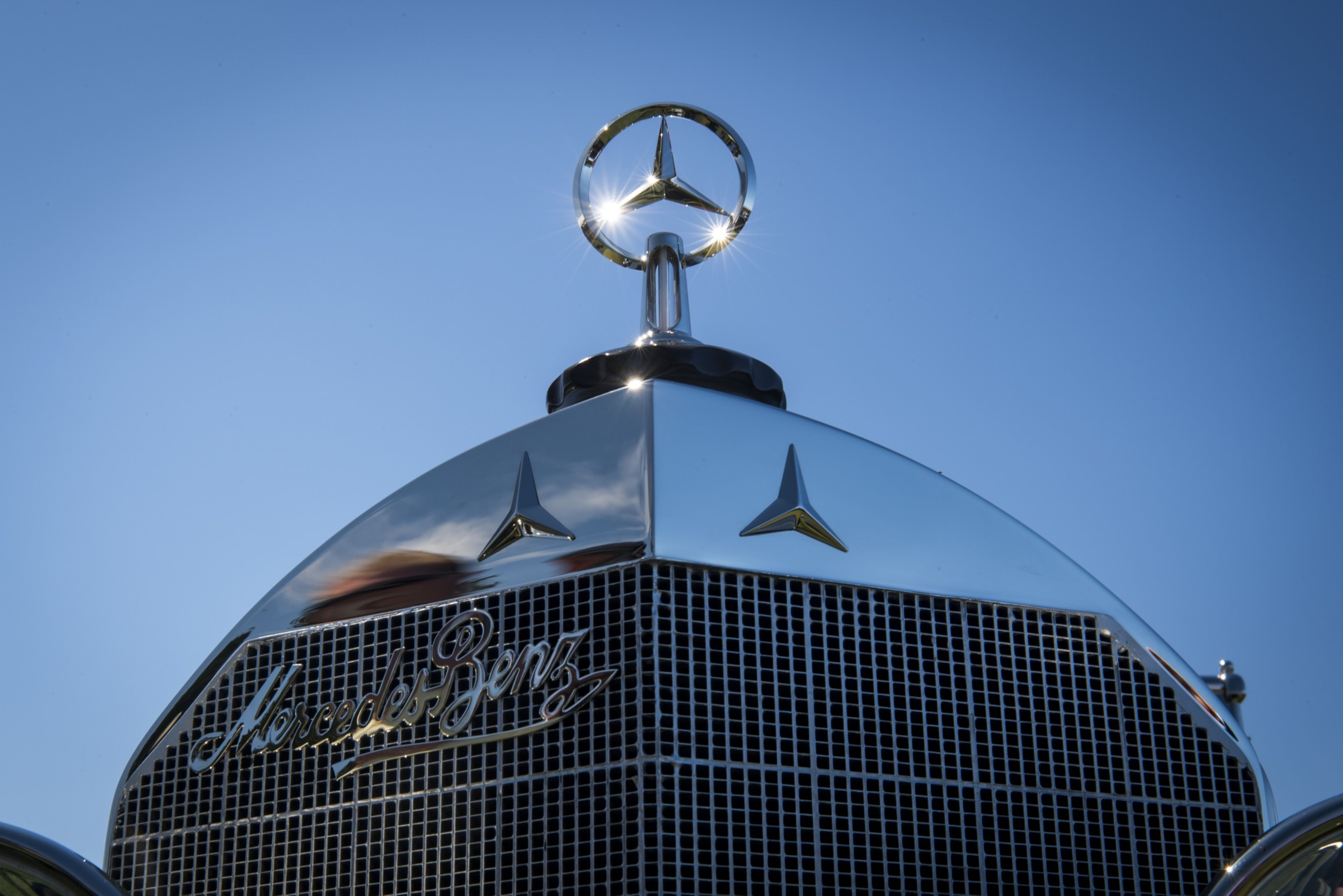 Luxury Car Sales Mercedes Benz Beats Bmw Audi To Keep Luxury Car Sales Crown